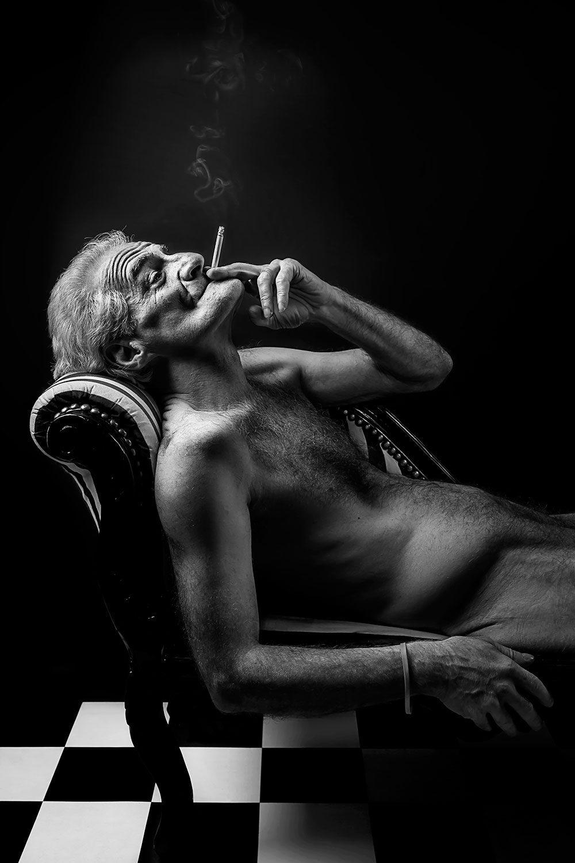 The Farmer (H0396) - Photographie de nu artistique par Idan Wizen
