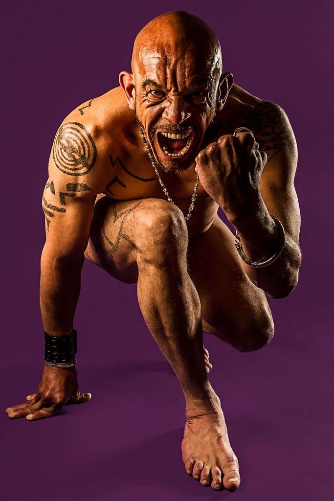 Le terrifiant - H0188 par Idan Wizen - Photographie de nu masculin artistique