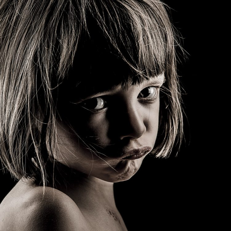 Portrait d'enfant - Photographie d'art par Idan Wizen - I would have liked to know the world as it was