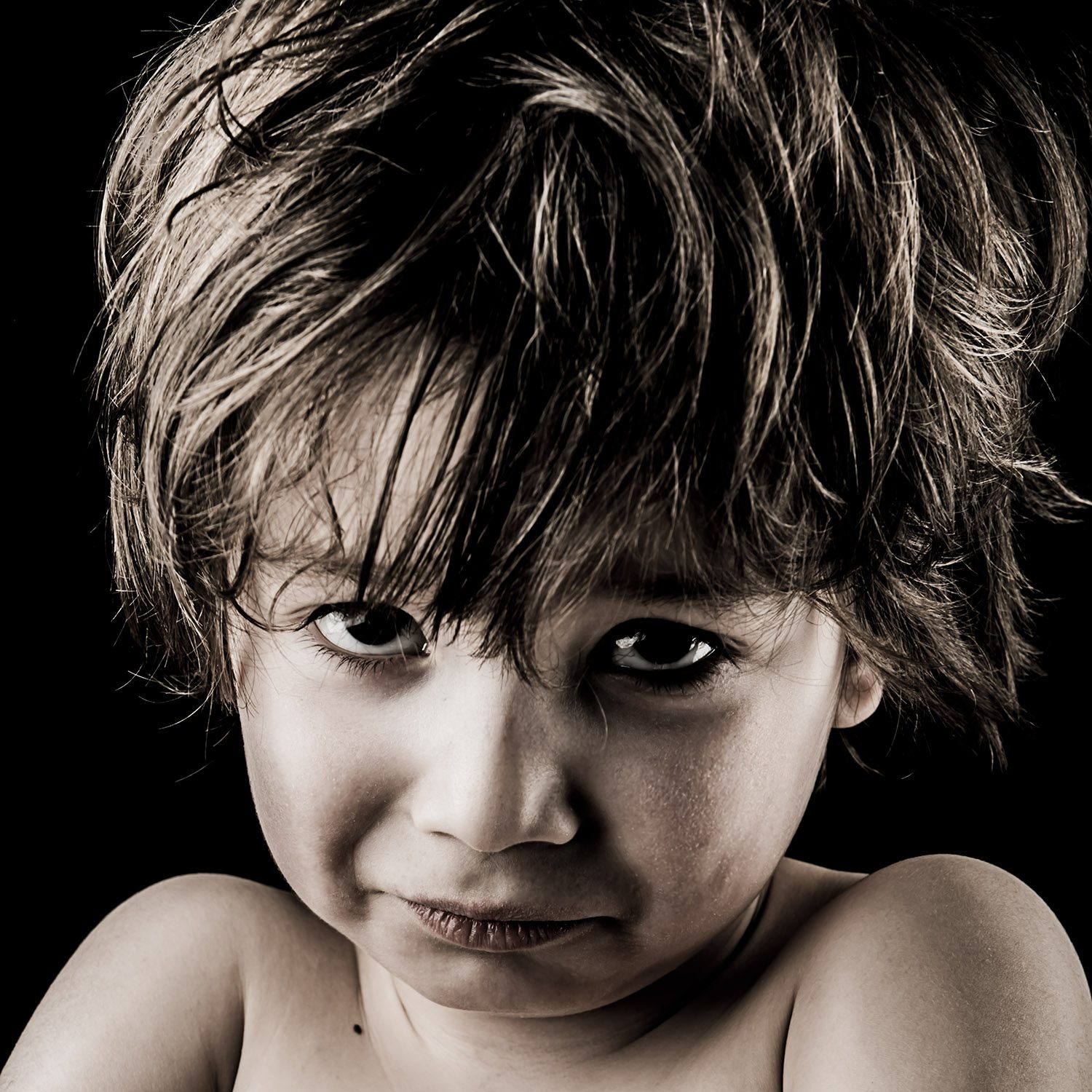 Portrait d'enfant - Photographie d'art par Idan Wizen - I'm sure you did what you could