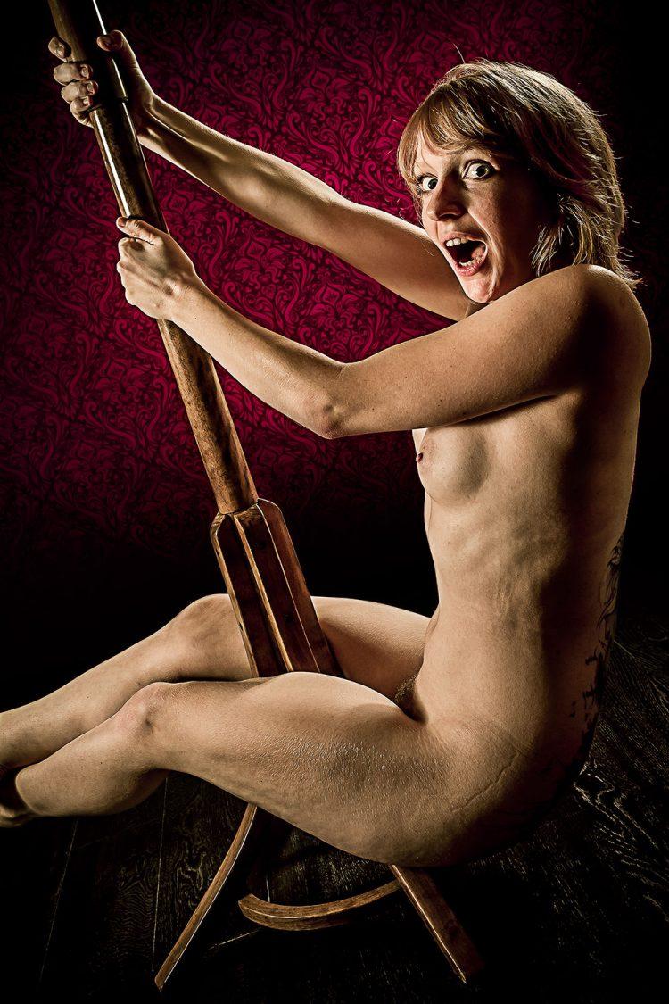 F0228 - La pole-danseuse by Idan Wizen
