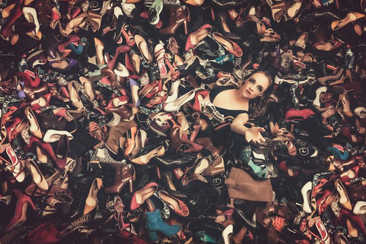 The drowning of consumption, shoes sauce - Hinders by Idan Wizen.